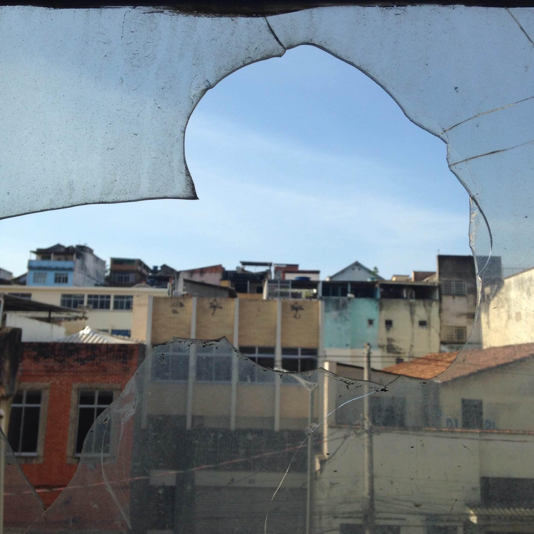Zona Imaginária e sua janela quebrada. Crédito: Bolívar Torres