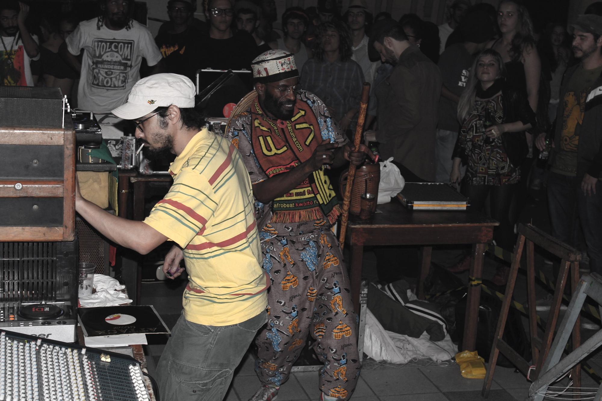 Yellow P e o onipresente Jimmy the Dancer. Crédito: Divulgação