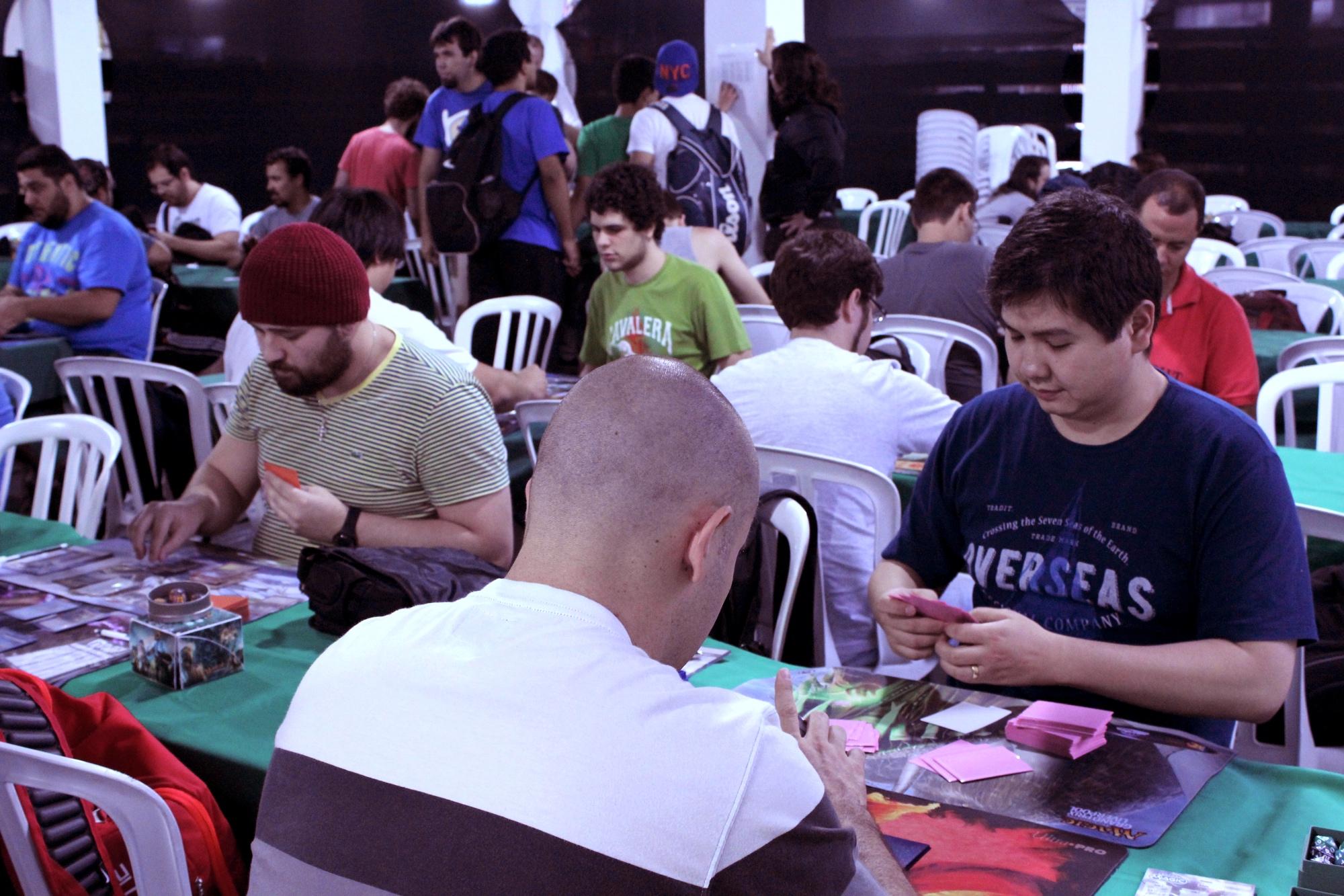 Um torneio de Magic em São Paulo. Crédito: Flávio Alfonso Jr