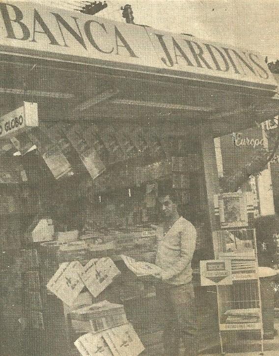 Ciro em sua banca, em 1987. Crédito: Arquivo pessoal