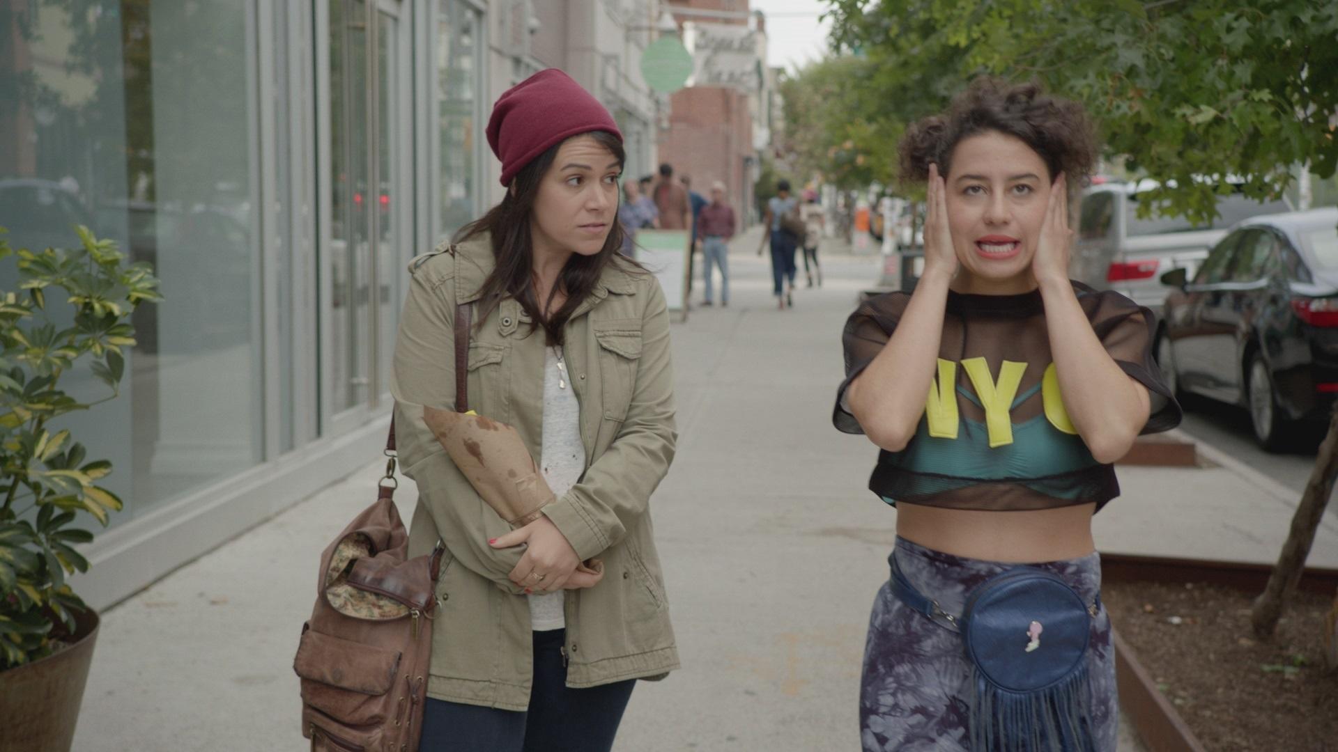 Abbi (à esquerda) e Ilana em cena de 'Broad City'. Crédito: Divulgação