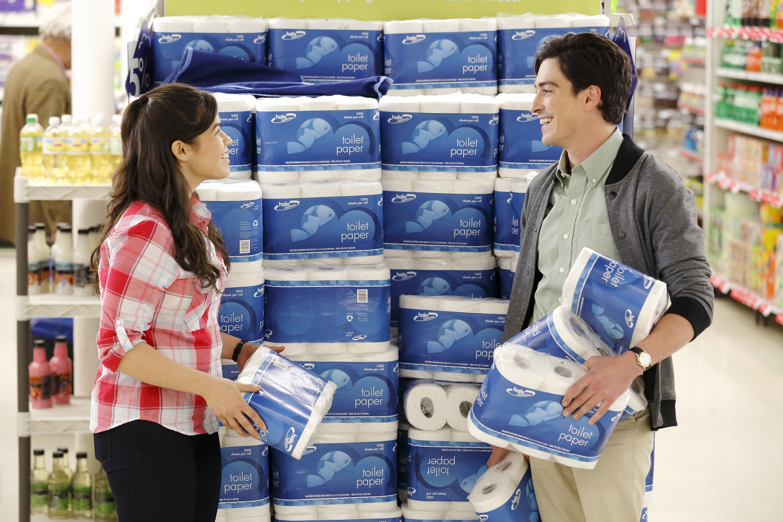 America Ferrera e Ben Feldman em 'Superstore'. Crédito: Trae Patton/NBC