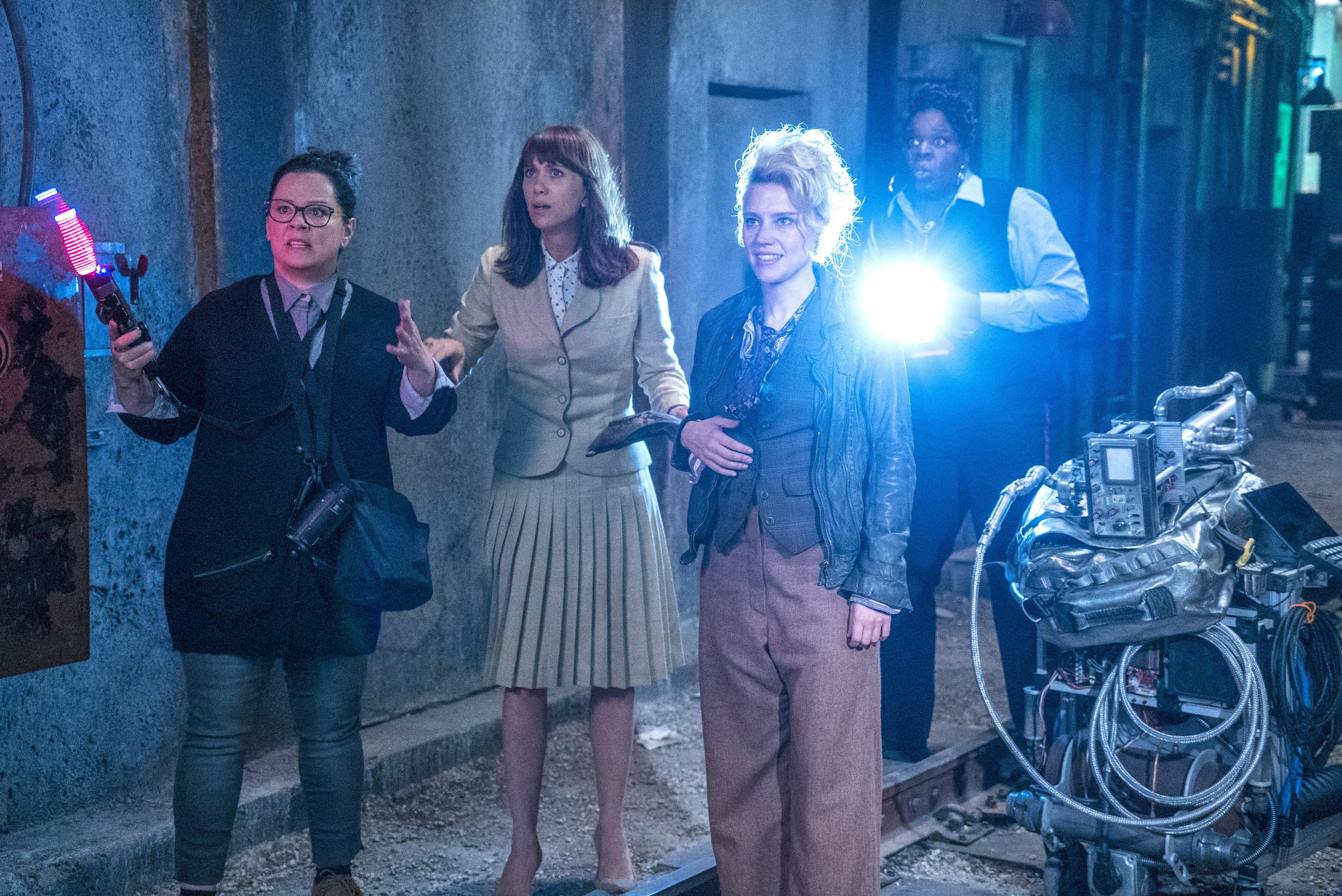Melissa McCarthy, Kristen Wiig, Kate McKinnon e Leslie Jones caçando fantasmas