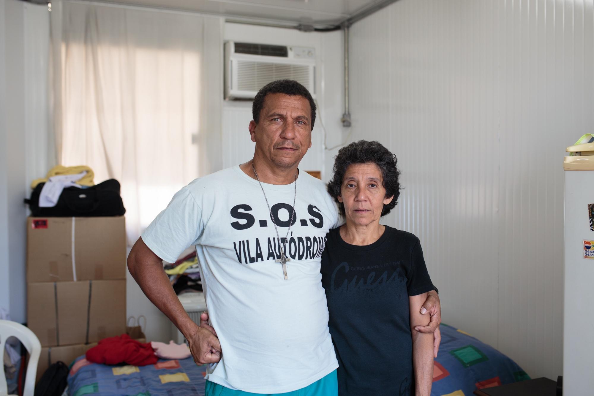 Luiz Cláudio e Maria da Penha, no contêiner colocado temporariamente pela prefeitura na Vila Autódromo, comunidade vizinha do Parque Olímpico.